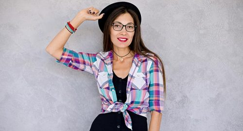 smiling-urban-girl-with-glasses-and-hat-PERW4RG.jpg